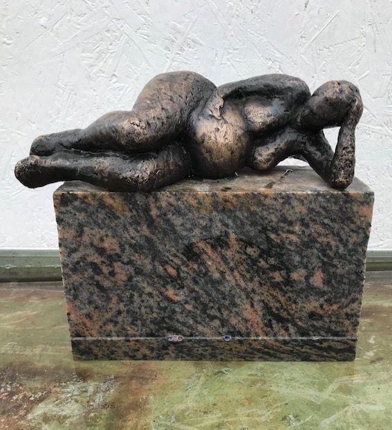 Gravid kvinde i bronze