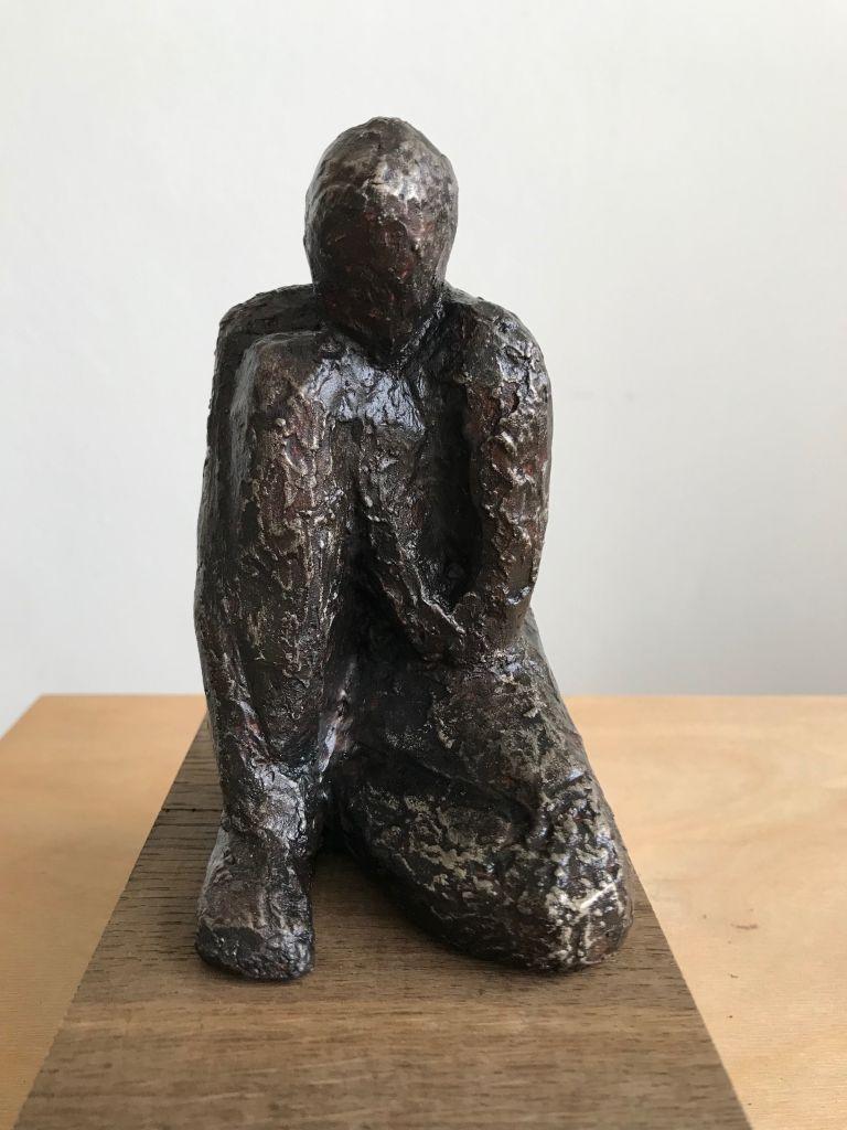 Skulptur af barn i fiberton