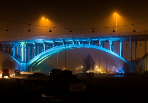 KKArt-kunstner Signe Klejs sætter lys på Ringgadebroen i Aarhus. Fotos: Michael Harder